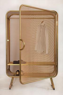 Cabinet en acier teinté par Jesse Visser