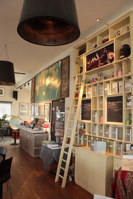Vue du salon de thé , décoration esprit voyage