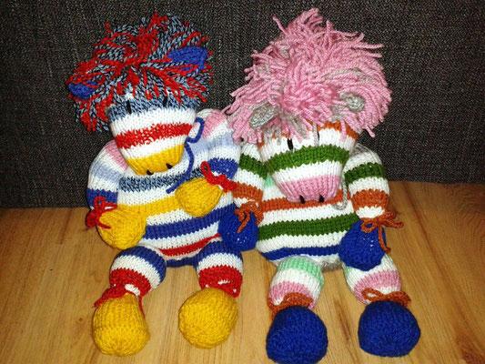 Die von Margrit Schulz (Torstens Mutti) in Handarbeit gestalteten Zebras in Regebogen-Farben