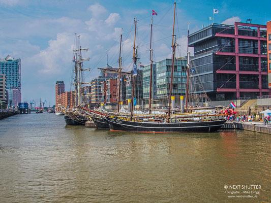 Oftmals liegen Segelschiffe aus ganz Europa im Traditionshafen