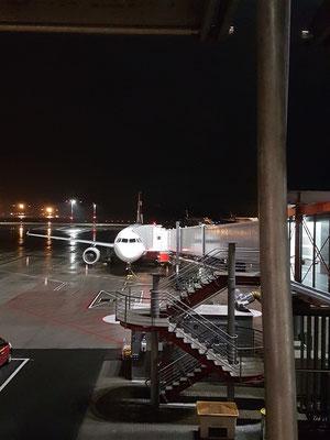 Abflug ab Hamburg um 06:00 h / departure from Hamburg at 06:00 a.m.