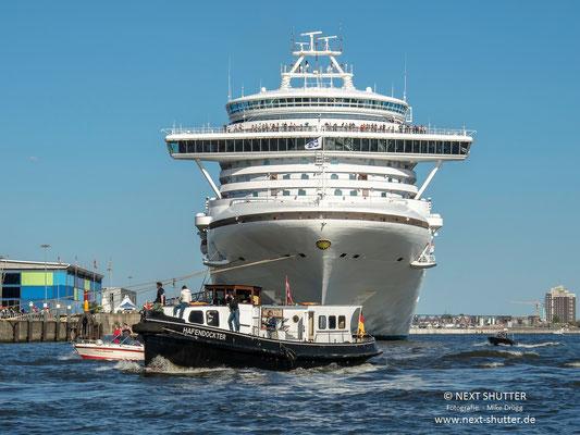 """Die """"Hafendockter"""" - nach zwei Jahren Restaurierungsarbeit wieder in Fahrt. Herzlichen Glückwunsch !"""