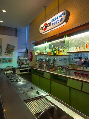 Eine Eisbar. man beachte wie viele Sorten Eis benötigt wurden um die Kunden glücklich zu machen