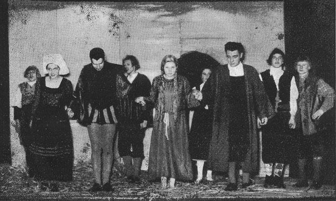 ca. 1956: Darsteller des Urfaust (2. von Links: Biermann), Foto O. Hauck