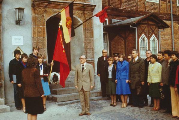Am 03.10.1979 wurde der Schulclub im Keller des Schlosses eingeweiht. Die Bauarbeiten waren schwierig und langwierig. Für die Schüler war der Schulclub ein beliebter Freizeitraum.