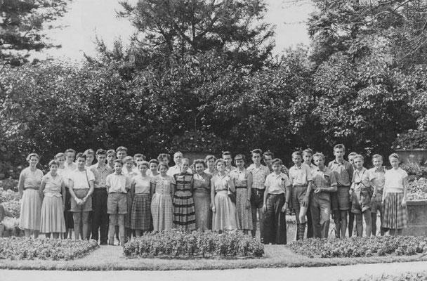 1956 im Wörlitzer Park, Klassenfahr 11B1 und 9B1 nach Dessau, Foto: von H. Hasselmann