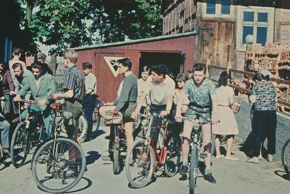 1962Start zum Wandertag