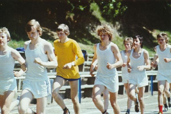 Jungen der 10. Klasse beim Ausdauerlauf am 23.05.1978