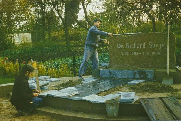 """Vorbereitung zum 7.11.1977: Am 07.11.1977 erhielt die EOS den Namen """"Dr. Richard Sorge"""". R. Sorge war nach damaligen Sprachgebrauch """"Kundschafter"""". Er arbeitete für den sowjetischen Geheimdienst und gegen den deutschen Faschismus."""