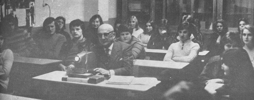 Herr Oberlehrer Reiß hält im Internat einen Lichtbildervortrag über seine Reise in die mittelasiatischen Sowjetrepubliken