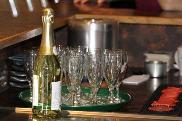 Begrüßungssekt im Restaurant Zum Kormoran am Wißmarer See