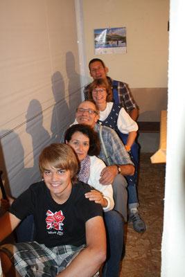 Die Mühlebachs posieren fürs Familienfoto