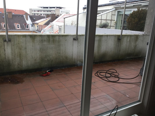 Verwitterte Balkone in München professionell reinigen