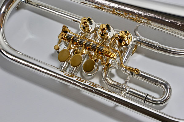 Flügelhorn versilbert mit vergoldeten Drückern