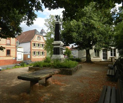 Ensemle Lennetisch, Denkmal und Linden, 2015