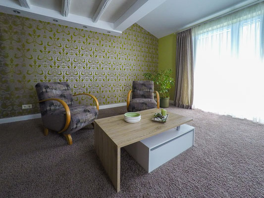 Wohnen mit Tapete und Teppich, Wohnen im Altbau