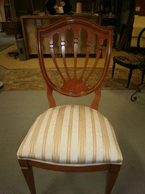 englischer Stuhl mit Streifenstoff
