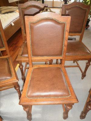 Stuhl mit Leder bezogen