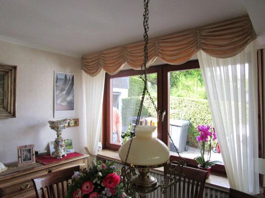 Bogenbehang mit Seitendekos