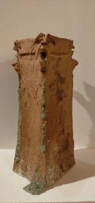 """""""Tour de garde""""  présence d'une coulure de cendres  ayant vitrifié et laissée volontairement au nettoyage de la Pièce"""