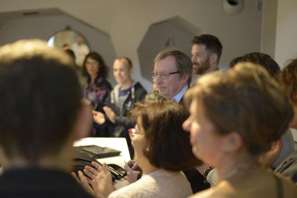 Le Proffesseur Hugues Duffau entouré des Artistes œuvrant pour Art For Science.eu