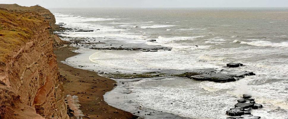 Es ist eine tolle Steilküste, leider bläst ein kalter Wind.