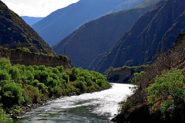 Fahrt durch das Tal des Rio Huanca.