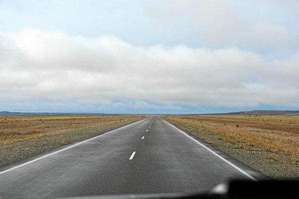 Die Ruta 3 auf dem Weg nach Norden. Zwischen den Ortschaften liegen 200 km.