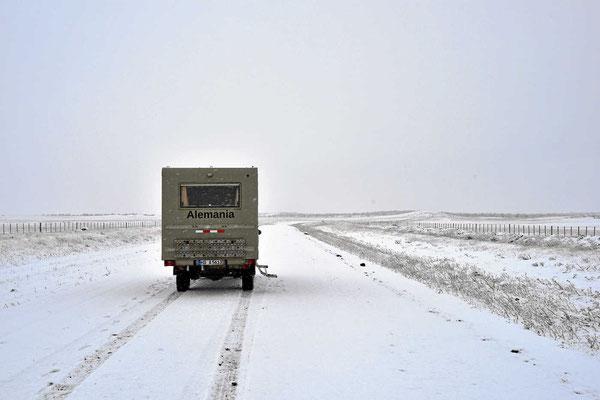 Das Schneetreiben wird heftiger, ab jetzt bin ich nur noch gefahren und habe nicht mehr fotografiert.