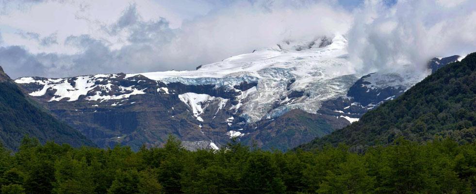 Und das ist er, der Cerro Tronado, der donnernde Berg, leider etwas in den Wolken verhüllt.