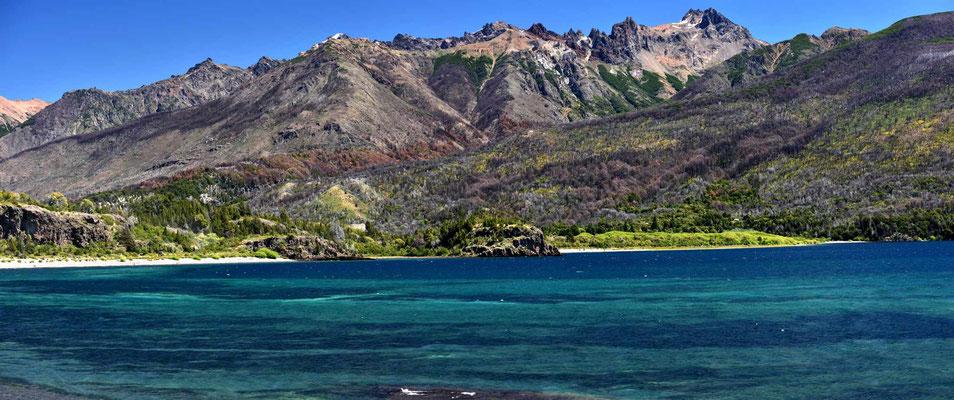Der Lago Futalaufquen im Nationlpark Los Alerces.