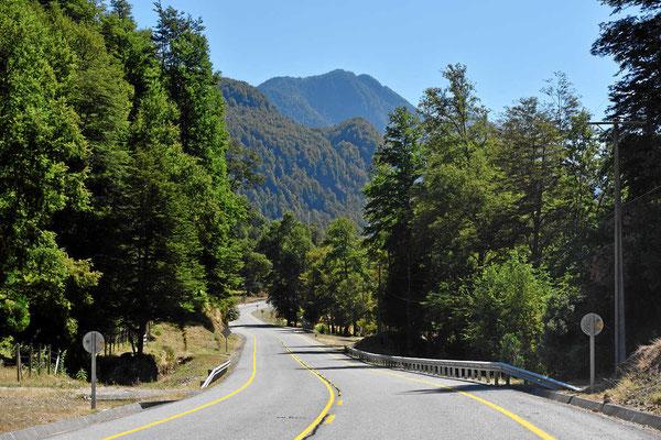 wir fahren durch ein wunderschönes Tal zurück, zu den Thermen von Menetue.
