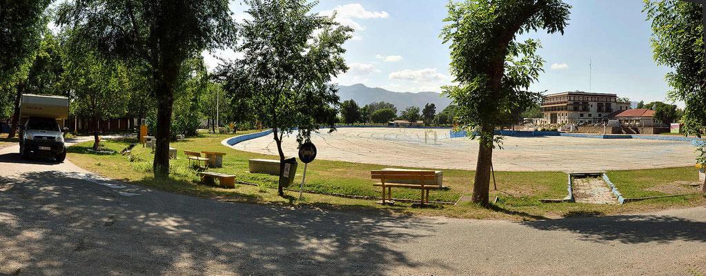 Das Riesenschwimmbecken des Campingplatzes, zwei Monate im Jahr soll es gefüllt sein.