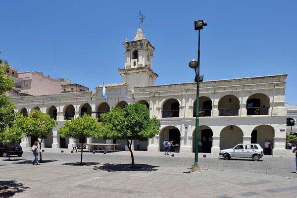 Häuser an der Plaza 9 de Julio.