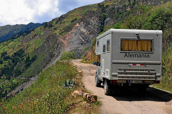 """Dann geht es von Yanama aus über einen """"Wanderweg"""" durchs Gebirge."""