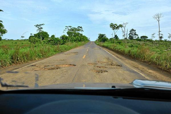 Die Transoceanica. wir haben schon bessere Straßen gesehen, vor allem in Brasilien.