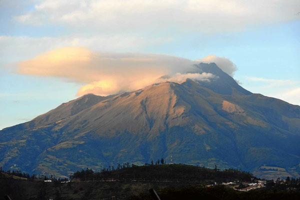 Bei der Abfahrt von der Finca Sommerwind sehen wir endlich mal den Vulkan Imbabura fast wolkenfrei (4606 m hoch). Sonst war er immer wolkenverhangen.