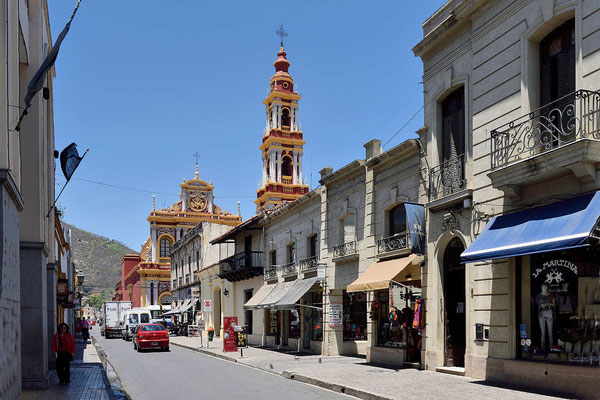 Streifzug durch die Nachbarstraßen der Altstadt von Salta.
