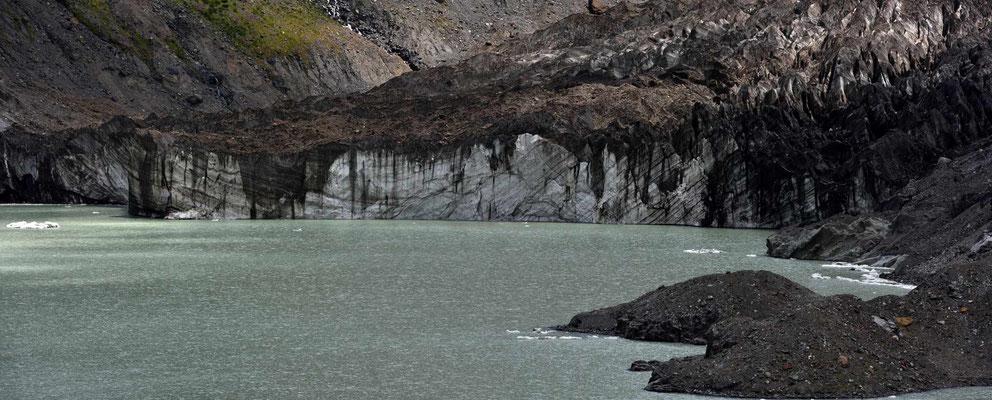 Der Ventisquero Negro, der schwarze Gletscher.