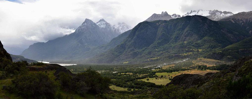 Der Blick vom Mirador ins Tal des Rio Ibanez.