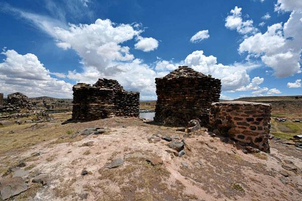Die Grabtürme aus der Vorinca-Zeit sind deutlich einfacher gebaut.