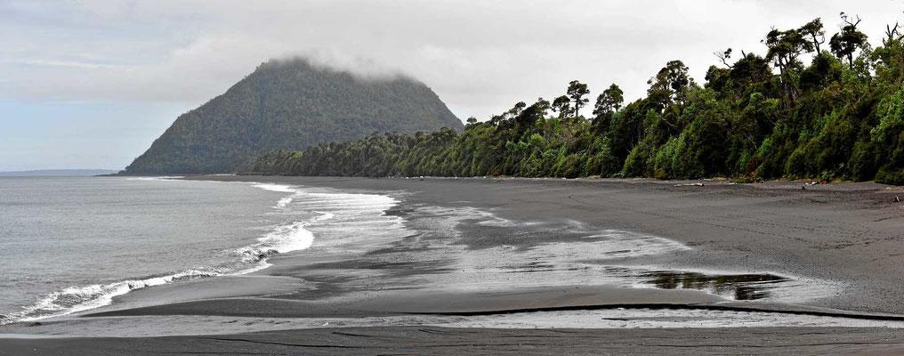 Der hintere Teil des Strandes ist fast wie ein Südseestrand. Für unser schweres Womo ist er leider nur mit hohem Einsinkrisiko zu befahren.