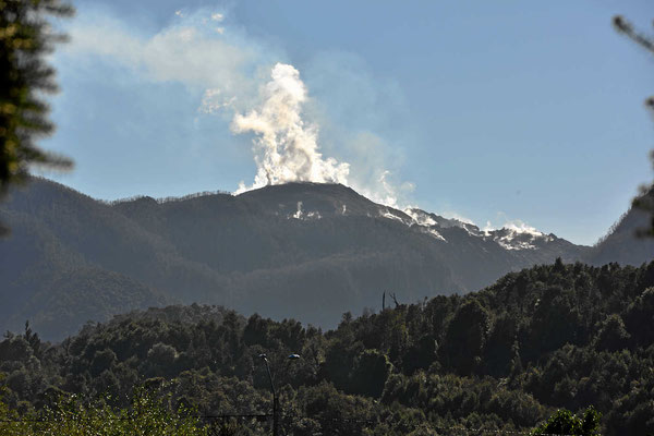 Der Vulkan Chaiten raucht kräftig. 2008 ist er ausgebrochen.