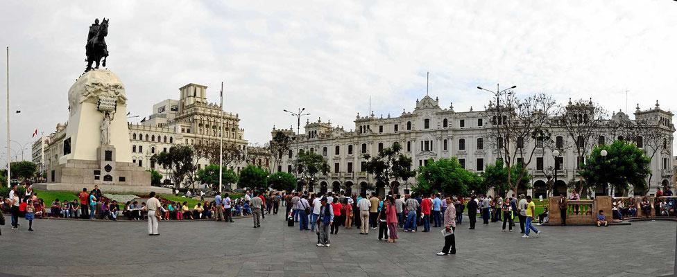 Lima hat auch schöne Plätze aus der Jahrhundertwende vom 19. ins 20. Jhdrt.