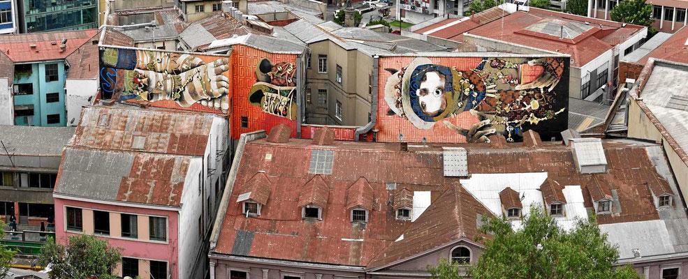 In der Altstadt von Valparaiso. Dies ist das größte Graffiti der Welt.