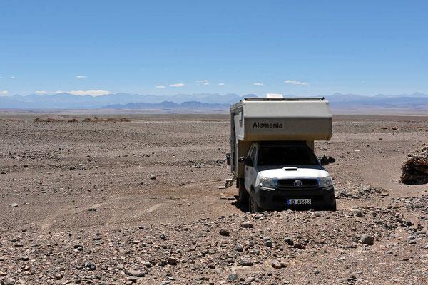 Ein typischer  Übernachtungsplatz in der Wüste.