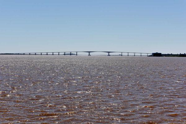 Der Rio Uruguay mit der Brücke nach Argentinien.