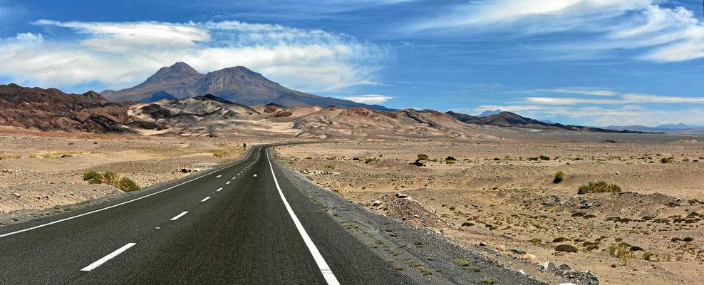 Fahrt entlang des Salar de Atacama.