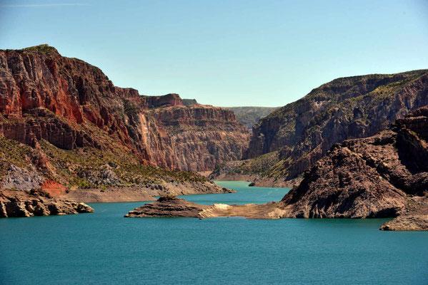 Der Stausee des Rio Atuel, er sieht so ein bißchen wie der Lake Powell in Utah aus.