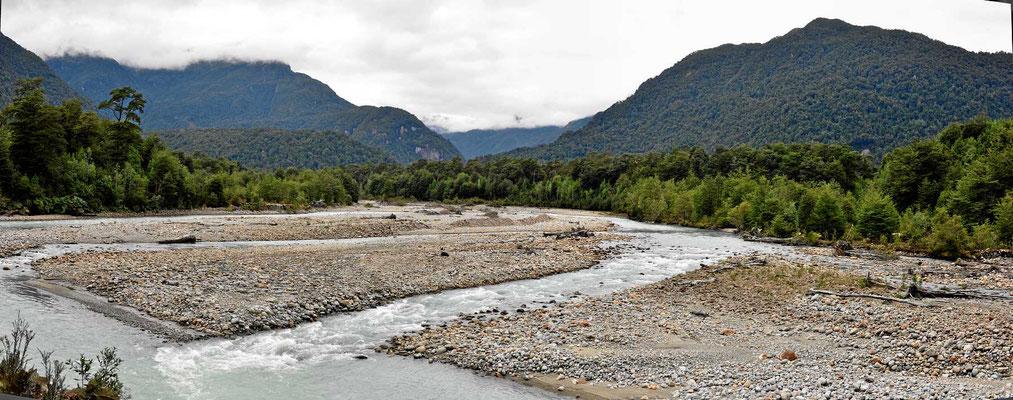 Und immer wieder wunderschöne Wildflüsse.